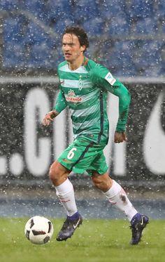 Thomas Delaney of Bremen runs with the ball during the friendly match between Eintracht Braunschweig and Werder Bremen at Eintracht Stadion on January 14, 2017 in Braunschweig, Germany.