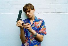 Leonardo DiCaprio in a publicity shoot for Romeo + Juliet, 1996 Photographed by Hugh Stewart Leonardo Dicaprio Romeo, Series Quotes, Romeo Und Julia, Romeo Y Julieta, Baz Luhrmann, Actrices Hollywood, Film Serie, Looks Cool, Belle Photo