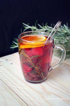 Malinowa herbata z rozmarynem i pomarańczą Hot Tea Recipes, Fruit Recipes, Smoothie Recipes, Cooking Recipes, Healthy Recipes, Smoothies, Fun Drinks, Yummy Drinks, Healthy Drinks