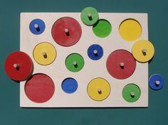 Kreisepuzzle auf Dawanda.de. Einfacher als andere Puzzles, da Formen nicht gedreht werden müssen. Weitere Spiele, wie zum Beispiel nach Farbe oder Größe sortieren möglich.