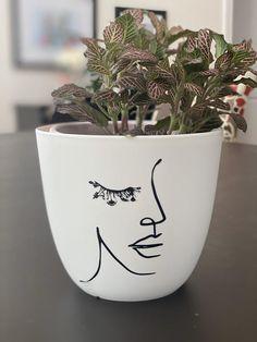 Cactus flower – Home Decor Gardening Flowers Painted Plant Pots, Painted Flower Pots, Decorated Flower Pots, Painted Pebbles, Indoor Planters, Diy Planters, Indoor Flower Pots, Indoor Herbs, Indoor Gardening