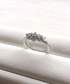 【K・M様】15年前に結婚10周年で主人からのプレゼントされた指輪で、想い出のアッシャーです。食事会などによく着けていきます。綺麗な輝きでお気に入りです。