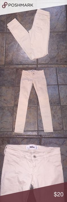 Hollister skinny pants🎉FLAWLESS🎉 Purchased from marshals. Never worn. NWOT size 3 in Hollister sizing. Hollister Pants Skinny