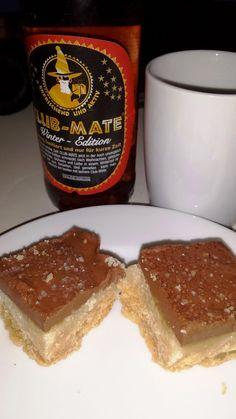 Zum Kaffeeklatsch hat Steffi die Club Mate Winteredition zusammen mit unverschämten Caramel-Bars genossen.