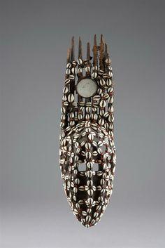 MASQUE BAMANA (ntomo) Mali. Hauteur: 55 cm (...)  CHF 4 000 / 6 000 EUR 3 330 / 4 990