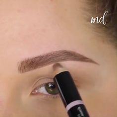 A perfect tutorial to get perfect brows! By: A perfect tutorial to get perfect brows! Perfect Eyebrows Tutorial, Perfect Brows, Eyeliner Tutorial, Eyebrow Makeup Tips, Beauty Makeup, Eye Makeup, Makeup Eyebrows, Soft Makeup, Contour Makeup