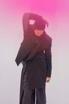 ヨウジヤマモト「グラウンド ワイ」18春夏でオダギリジョー起用、半袖トレンチやドレープスカート - ファッションプレス