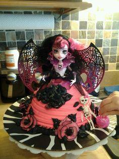Emma's monster high cake....