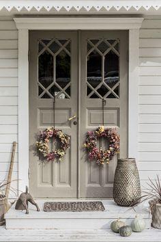 83 best modern farmhouse porch decor ideas easy to managed 15 House Design, Decor, Exterior Design, Beautiful Doors, Interior Design Trends, Porch Decorating, Interior Design Living Room, Modern Farmhouse Porch, Doors