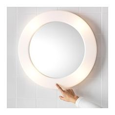 IKEA - LILLJORM, Lustro z oświetleniem, , Lustro i lampa w jednym - sprytne i oszczędzające miejsce rozwiązanie.Możesz z łatwością włączać i wyłączać światło, gdyż przycisk znajduje się na lustrze.Zabezpieczająca folia na tylnej powierzchni lustra zmniejsza ryzyko skaleczenia się w przypadku stłuczenia lustra.