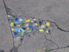 Mosaics in sidewalk cracks!  Repin By    http://www.mosaicmosaic.com/