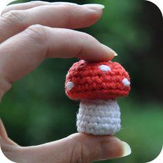 Grietjekarwietje.blogspot.com: Haakpatroon: Klein paddestoeltje / Free pattern: Little mushroom