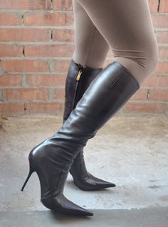 Luxury high heels shoes and boots Brown Thigh High Boots, Thigh High Boots Heels, Black High Heels, Black Boots, Leather High Heel Boots, Heeled Boots, Winter Boots Outfits, Sexy Boots, Fashion Boots