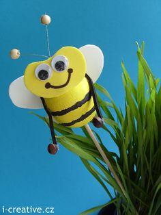 http://www.i-creative.cz/2010/04/06/vcelko-cmelaci-zapichy-do-kvetinace/ Bees - spring craft for children. Včelka - jarní tvoření s dětmi.