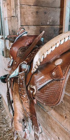 Bling Horse Tack, Western Horse Tack, Western Riding, Barrel Racing Saddles, Barrel Saddle, Barrel Horse, Cute Cowgirl Outfits, Cute Country Outfits, Horse Barn Designs