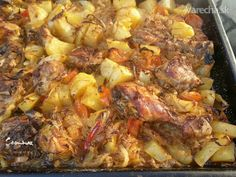 Zapečené zemiaky s kuracím mäsom a kyslou kapustou (fotorecept) Sprouts, Chicken Recipes, Pork, Potatoes, Tasty, Meat, Vegetables, Lasagna, Kale Stir Fry