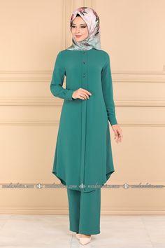 moda selvim Düğme Detay İkili Tesettür Takım PL925 Koyu Mint Stylish Dresses For Girls, Elegant Dresses For Women, Stylish Dress Designs, Iranian Women Fashion, Islamic Fashion, Muslim Fashion, Fashion Drawing Dresses, Fashion Dresses, Mode Old School