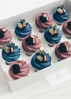 These pretty cupcake ideas will make your wedding, birthday , holiday season or any celebration even sweeter. Whether you prefer coffee cupcakes, chocolate cupcakes, vanilla cupcakes or If. Cupcake Cake Designs, Cupcake Cakes, Cupcake Piping, Baby Cupcake, Cake Decorating Techniques, Cake Decorating Tips, Coffee Cupcakes, Vanilla Cupcakes, Vanilla Cookies