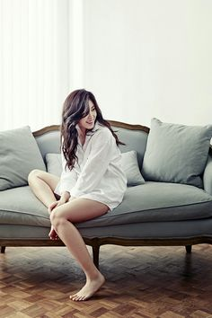 Smiling HyoSung.....is it weird that I love her flat feet? XD