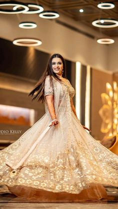 Indian Wedding Gowns, Indian Wedding Photos, Indian Bridal Outfits, Indian Fashion Dresses, Indian Wedding Photography, Ball Gown Dresses, Bridal Dresses, Golden Bridal Lehenga, Creative Fashion Photography