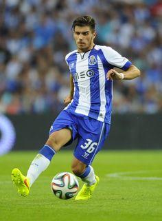 FC Porto Noticias: Rúben Neves espreita o onze
