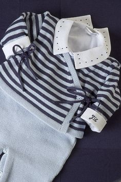Set cashquere, light blue and navy, with navy blue poplin body, and ini . Baby Boy Knitting, Baby Cardigan Knitting Pattern, Knitting For Kids, Baby Knitting Patterns, Baby Patterns, Kids Fashion Boy, Little Girl Fashion, Drops Baby, Baby Shawl