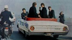 The Beatles (Baby you can drive my car -Paul, John and George with Jimmy Nicol filling in for Ringo June 1964 arrive in Australia) Beatles Love, Beatles Photos, John Lennon, Great Bands, Cool Bands, Just Good Friends, A Hard Days Night, 60s Music, Twist And Shout