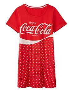 Jazz up your nightwear collection with this fun branded nightie from Coca Cola. Coca Cola Life, Coca Cola Santa, World Of Coca Cola, Pepsi, Coca Cola Dress, Coca Cola Addiction, Plus Size Nighties, Womens Nighties, Coca Cola Decor