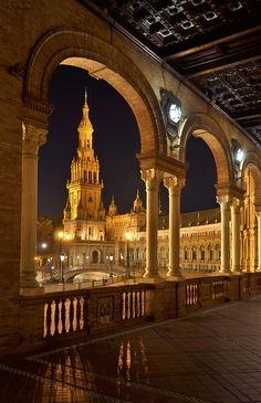 Plaza de España - It was built for the Ibero-American Exposition of 1929 Beautiful Buildings, Beautiful Places, Sevilla Spain, Virtual Travel, Village Houses, Spain Travel, Malaga, Amazing Architecture, Taj Mahal