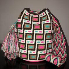 Authentic 100% Wayuu Mochila Colombian Bag Large Size Gorgeous sweet Colors | eBay Tapestry Bag, Tapestry Crochet, Mochila Crochet, Bead Loom Patterns, Crochet Round, Vegan Fashion, Crochet Purses, Boho Look, Crochet Accessories