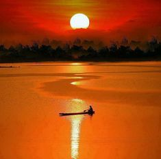Amazing colours and light are visible in the sky during sunset. Here are 30 beautiful sunset Pictures to see when sun disappears in the evening. Beautiful World, Beautiful Places, Beautiful Pictures, Amazing Places, Shadow Silhouette, Amazing Sunsets, Sunset Pictures, Sunset Photos, Beautiful Sunrise