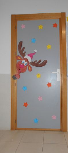 Puerta navideña de Primaria para este curso 2015-16. Cole Monterrubio de Armuña (Salamanca) Christmas Door Decorating Contest, Office Christmas Decorations, Christmas Projects, Christmas Crafts, Christmas Ornaments, Christmas Classroom Door, Illustration Noel, Decoration Table, Winter Christmas