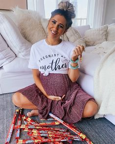 Pregnant as a mother . craving all the nerds rope 🙈 it all started with pop tarts, lucky charms, & now a good ol nerds rope lol so… Casual Maternity Outfits, Maternity Skirt, Stylish Maternity, Maternity Wear, Winter Pregnancy Outfits, Summer Pregnancy Style, Winter Maternity Clothes, Summer Maternity Fashion, Maternity Styles