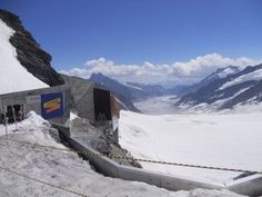 My Top 5 sights not to miss in Switzerland: Jungfraujoch, Titlis, Grindelwald First, Montreux, Rhine Falls.These are perfect places for amazing holidays. Rhine Falls Switzerland, Jungfraujoch, Lake Geneva, Ski Resorts, Days Of The Year, Boat Tours, Lakes, Cities, Places To Visit