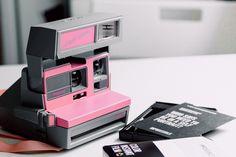 20 Cool Birthday Gift Ideas For Girlfriend That Are Inexpensive birthday gifts for her - Birthdays Pink Polaroid Camera, Polaroid Instant Camera, Film Camera, Camera Shop, Vintage Polaroid, Vintage Cameras, Ibiza, Inexpensive Birthday Gifts, Pink Images