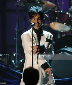 Prince performing in 2004 for his induction into the Rock and Roll Hall of Fame