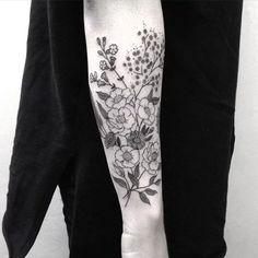 Risultati immagini per black and white wildflower tattoo