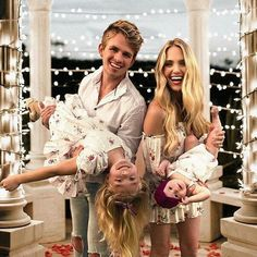 So adorable! So adorable! Cole And Savannah, Savannah Rose, Savannah Chat, Celebrity Baby Pictures, Celebrity Babies, Cute Family, Family Goals, Family Picture Outfits, Family Photos
