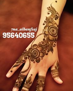 This post offers new arabic mehndi designs for women of every age from kids to adults and also for every occasion from casual parties to eid and weddings. Arabic Bridal Mehndi Designs, Floral Henna Designs, Stylish Mehndi Designs, Mehndi Designs For Girls, Beautiful Henna Designs, Best Mehndi Designs, Mehandi Designs, Tatoo Henna, Henna Tattoo Designs