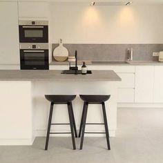Barkruk 'About A Stool' zwart - HAY / Livingdesign - Livingdesign Ikea Play Kitchen, Ikea Kitchen Cabinets, Kitchen Chairs, Diy Kitchen, Kitchen Design, Ikea Variera, Welcome To My House, Scandinavian Kitchen, Oak Doors