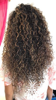 54 Super Ideas For Hair Color Summer Fun Products Dyed Curly Hair, Colored Curly Hair, Curly Hair Tips, Curly Hair Care, Long Curly Hair, Curly Hair Styles, Highlights Curly Hair, Balayage Hair, Permed Hairstyles