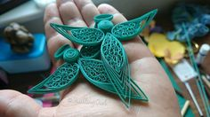 Created in wide strips of paper, using the beehive technique, this Angel has been carefully coated with an Paper Quilling Patterns, Quilling Paper Craft, Quilling Designs, Paper Crafts, Quiling Paper, Quilling Jewelry, Quilling Christmas, Quilled Creations, Angel Decor