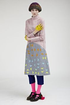 Love this though at first thought she was wearing Marigold rubber gloves. If so, great outfit for doing the dishes!