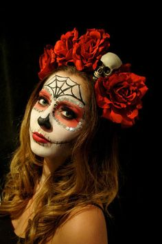 La Catrina wouldn't be caught dead without her crown of roses. But does this really work in real vida? Actually, yes, it does. Here's how...