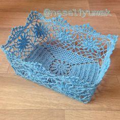 tig-is-comment-the-basket est durci - Dantel - Filet Crochet, Art Au Crochet, Crochet Bowl, Crochet Stitches, Knit Crochet, Crochet Patterns, Crochet Christmas Gifts, Crochet Gifts, Crochet Doilies