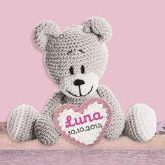 Lief klein beertje, wat ben je mooi! Dit roze geboortekaartje is voorzien van een gehaakte beer met een hartje. Teddy Bear, Toys, Animals, Animaux, Animales, Games, Animal, Toy, Dieren