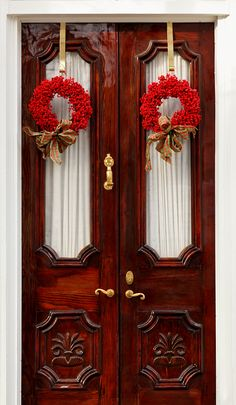 Wreaths on Wooden Door, Charleston, SC © Doug Hickok All Rights Reserved It is common for folks in the Lowcountry to use materials from . Christmas Door, Christmas Holidays, Classy Christmas, Christmas Brunch, Merry Christmas, Holiday Wreaths, Christmas Decorations, Holiday Decor, Southern Christmas