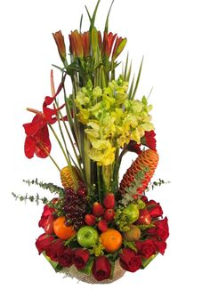 Elegante arbol floral con rosas, anturios, lirios, acompañado con variedad de frutas.