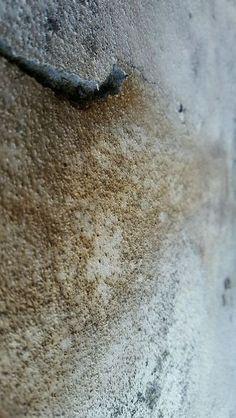 Iva Trzcinska | Obrazy destrukcji #25 | Obrazy destrukcji to cykl dokumentujący zapis destrukcji, czyli powolnego niszczenia zarówno obiektów stworzonych przez człowieka, jak i wytworów naturalnych. Próba doszukania się piękna w tym, co z założenia powinno być zapisem brzydoty. Zdjęcia autorskie przetworzone cyfrowo.