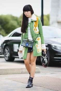 London Street Style Photos That Prove Fall Is NOT Boring #refinery29 http://www.refinery29.com/2015/09/94443/london-fashion-week-spring-2016-street-style-pictures#slide-53 Only in London is it ever shorts-and-coat weather....
